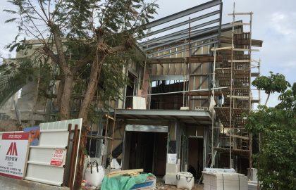 תהליך בניית בית בבניה ירוקה ומתקדמת בפתח תקווה.